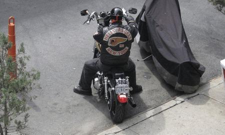 hells-angel-op-een-motor-in-new-york.png