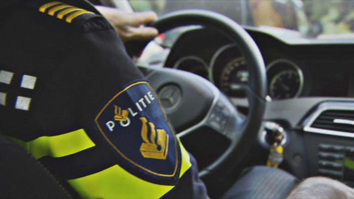 politie-in-auto-700x394.jpg