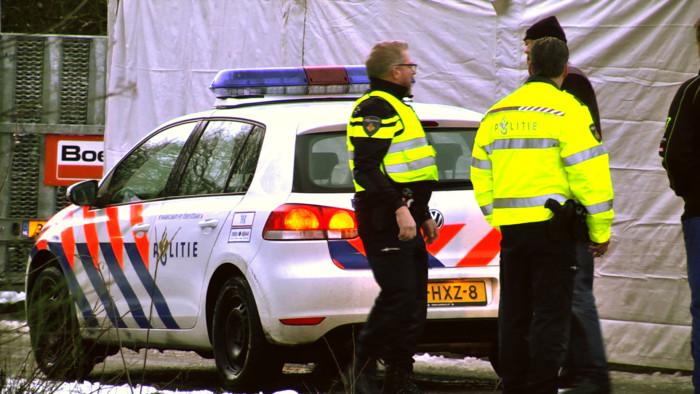 politie-valt-clubhuis-no-surrender-binnen-700x394.jpg
