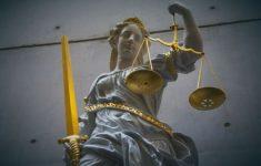 10 jaar en tbs geëist voor vermoorden zusje, moeder en oma [Hart van Nederland]