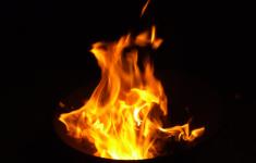 Villa drugscrimineel volledig uitgebrand in Etten-Leur na aanslag [Crime Nieuws]