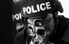 Scherpschutters schieten vijf politieagenten dood bij protest tegen politiegeweld in Dallas [Crime Nieuws]