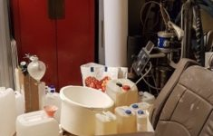 Man bezweken bij drugslab in garagebox [Crimesite]
